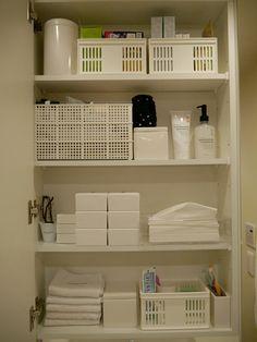 洗面所収納【鏡裏】|妹尾美幸のhappy life Dorm Ideas, Interior Ideas, Table, Furniture, Happy, Home Decor, Homemade Home Decor, Mesas, Home Furnishings