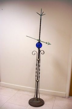 ANTIQUE LIGHTNING ROD WITH ARROW, BALL, POINT AND BASE!!