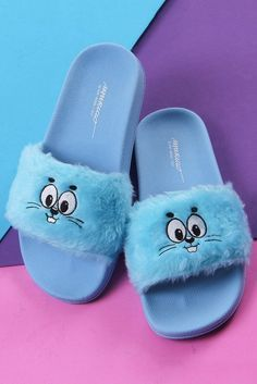 Discover recipes, home ideas, style inspiration and other ideas to try. Cute Shoes, Me Too Shoes, Sneakers Fashion, Fashion Shoes, Shoe Boots, Shoes Sandals, Heels, Nike Slippers, Trendy Sandals