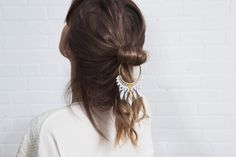 Lace hair accessory - DAZE - White lace, brass hoop and brass findings(Etsy のthisilkより) https://www.etsy.com/jp/listing/235674882/lace-hair-accessory-daze-white-lace