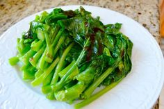Chinese Broccoli with Oyster Sauce is a common dish that you'll find in a lot of Chinese homes or restaurants. If you've ever been to a dim sum place, this is often one of the only the healthy green vegetable dishes that comes around on the carts. Healthy Side Dishes, Vegetable Side Dishes, Vegetable Recipes, Broccoli Recipes, Asian Recipes, Healthy Recipes, Ethnic Recipes, Sushi Recipes, Sauce Recipes