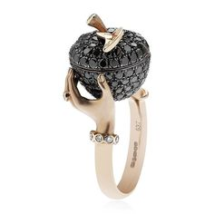 Stephen Webster Poison Apple Ring ($16,405) ❤ liked on Polyvore featuring jewelry, rings, accessories, leaf jewelry, white jewelry, white gold rose ring, pink white gold ring and leaf ring