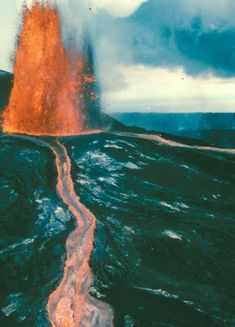 Fountain and Lava Channel, Hawaii Volcanoes National Park, June 2, 1986. (USGS image)