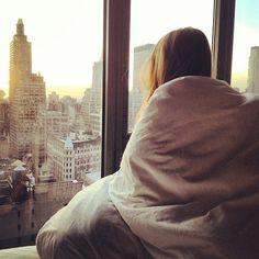 """""""Saudade dá, sempre dá, mas a gente disfarça, dorme, toma um café e finge que esquece."""""""