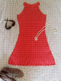 Vestido confeccionado em crochet, com dois fios da linha Camila da círculo, 100% algodão. Tam P. Comprimento 80cm. Para mais informações, favor entrar em contato com o vendedor. Vista crochet, e seja glamourosa!