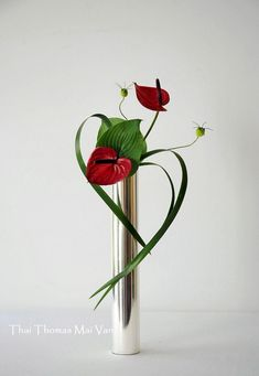 35 Beautiful Valentine Floral Arrangements Ideas For Your Beloved People Moderne Blumenarrangements Ikebana Arrangements, Valentine's Day Flower Arrangements, Ikebana Flower Arrangement, Art Floral, Deco Floral, Floral Design, Flower Show, Flower Art, Fleur Design