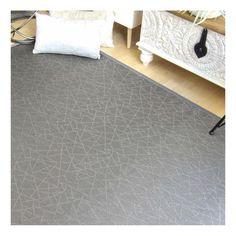 Alfombra de vinilo con trenzado de fibras sintéticas en tonos grises con reflejo metálico. Súper resistente y fácil de limpiar. Envío inmediato.