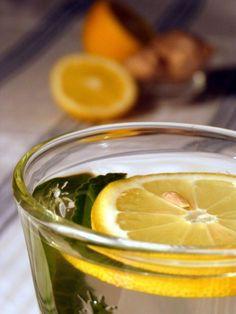 Popijanie posiłków dużą ilością płynów rozrzedza soki żołądkowe, co wydłuża proces trawienia i może też być przyczyną wzdęć.