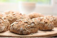 No knead breakfast rolls Bar Menu, Bread Rolls, Granola, Bread Recipes, Muffin, Food And Drink, Healthy Recipes, Breakfast, Desserts