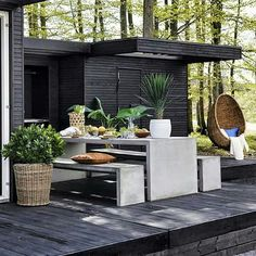 Outdoor Kitchen Ideas For The Best Summer Yet! Browse pictures of outdoor kitchen designs, outdoor kitchen plans, and outdoor kitchen essentials for ideas to create a beautiful, functional alfresco dining room. Outdoor Rooms, Outdoor Gardens, Outdoor Living, Outdoor Decor, Outdoor Kitchen Plans, Outdoor Kitchen Design, Terrasse Design, Design Exterior, Outside Living