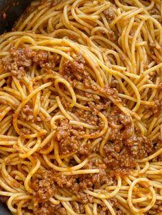 Old Fashioned Spaghetti Recipe, Spaghetti Beef Recipe, Ground Beef Spaghetti Sauce, Spaghetti Sauce Easy, Chili Spaghetti, Beef Pasta, School Spaghetti Recipe, Recipes With Spaghetti Noodles, Homemade Spaghetti Meat Sauce