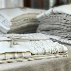 Lniany obrus z falbankami 140*230 cm kolor biały śmietankowy - Mood Moments