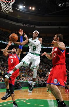 81-82 celtics 1 points lost the game 2 on the second round