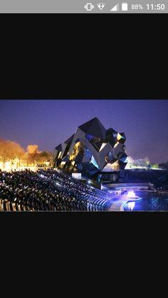 Le futuroscope le parc d'attraction fantabuleux  avec un magnifique spectacle le soir