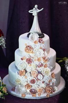 Wedding Cakes, Desserts, Food, Tailgate Desserts, Meal, Wedding Pie Table, Dessert, Eten, Meals