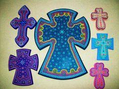 """""""Cruces en madera pintada y decoradas con técnica mexicana..."""""""