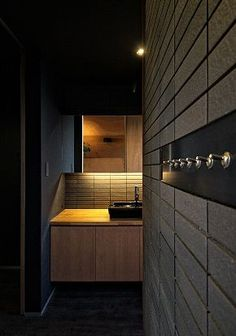 GrandLiving|素材を活かしたデザイン。大阪の注文住宅・リノベーションならグランリビング Ritz, Modern Interior, Bathroom Lighting, Mirror, Grand Living, House, Furniture, Home Decor, Japanese