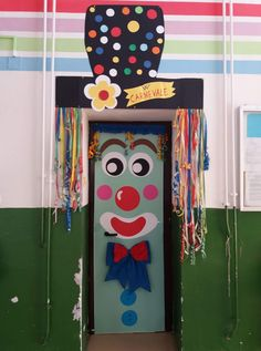 Carnival Crafts, Carnival Themes, Carnival Masks, Circus Theme, Diy And Crafts, Crafts For Kids, Paper Christmas Decorations, Toilet Paper Roll Crafts, Event Themes