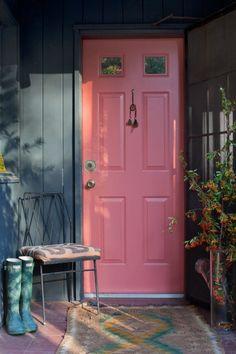Bunte Großartige Wohnungseinrichtung Rosa Eingangstür Holz