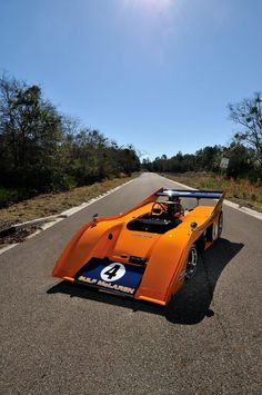 1972 McLaren Can-Am was driven by Richard Attwood at Goodwood. Chassis served up the final Team McLaren win in Can-Am at the hands of Denny Hulme. New Sports Cars, Sports Car Racing, F1 Racing, Drag Racing, Mclaren Sports Car, Mclaren Cars, Peter Revson, Ferrari F12berlinetta, Classic Sports Cars