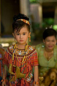 Sulawesi - Indonesia Precious Children, Beautiful Children, Beautiful Babies, Beautiful World, Cultural Diversity, Baby Kind, Kids Around The World, All Over The World, People Around The World