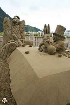 Mad Hatter White Alice and the crew Snow Sculptures, Sculpture Art, Beautiful Castles, Beautiful Beaches, Sand Art, Sand Painting, Sand Play, Ice Art, Great Works Of Art