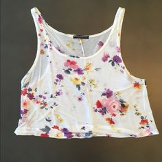 Floral crop top Brandy Melville floral cropped tank top Brandy Melville Tops Tank Tops