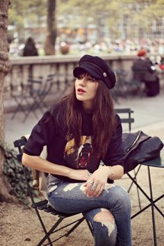 Rock 'n' Roll Style ☆ Natalie Off Duty  Beret, ripped jeans
