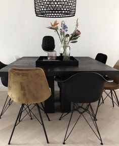 Modern dark home and decor ideas to Match Your Soul, You Must Try In 2020 - Page 60 of 75 - Life Tillage Black Interior Design, Luxury Interior, Dining Chairs, Dining Table, Black Table, Nature Decor, House Layouts, Creative Home, Industrial Furniture