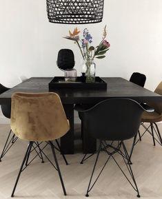 #industrialdesign #velvet #metaal #eethoek #eetkamer #eetkamerstoelen #interior #interieur #interiordesign #design #luxury #industrialfurniture #furniture #meubelen