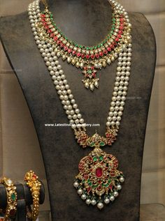The 3 line fresh water pearls mala paired with royal nizami kundan pendant in 22 carat gold. The classic pearls rani haram with kundans Gold Jewellery Design, Bead Jewellery, Beaded Jewelry, Latest Jewellery, Temple Jewellery, Jewellery Making, Emerald Jewelry, Pearl Jewelry, Gold Jewelry