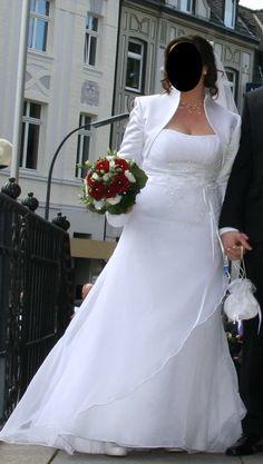 ♥ TRAUMHAFTES BRAUTKLEID MIT RAFFUNG PERLEN SCHLEIFE WUNDERSCHÖN! ♥  Ansehen: http://www.brautboerse.de/brautkleid-verkaufen/traumhaftes-brautkleid-mit-raffung-perlen-schleife-wunderschoen/   #Brautkleider #Hochzeit #Wedding