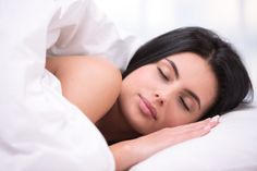 New Study Says Better Diets Can Lead to Better Sleep - Tossing and turning at night? New research from the American Academy of Sleep Medicine suggests that your sleep problems may be related to your diet. Sleep Tea, Green Tea For Weight Loss, Sleep Solutions, Best Hospitals, Sleep Problems, Healthy Sleep, Weighted Blanket, Diet Pills, Detox Tea