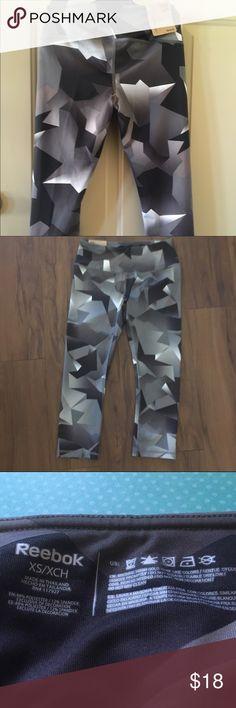 Reebok: skinny capri Reebok: skinny capri, corsaire skinny workout pants. New with tags. Cute pattern! Black, white & grey. Reebok Pants Leggings