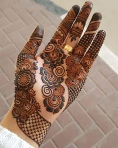 Arabic mehndi designs are the most versatile of them all and can be worn for any occasion and outfit. Here, we bring you most loved Arabic mehendi designs for you! Mehndi Designs Front Hand, Palm Mehndi Design, Mehndi Designs For Girls, Stylish Mehndi Designs, Mehndi Design Photos, Best Mehndi Designs, Bridal Mehndi Designs, Bridal Henna, Mehandi Designs