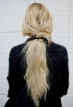 messy braid base ponytail.