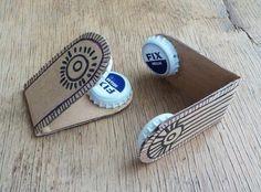 Castanets - Kids DIY   22 Simple DIY Crafts For Kids Uma tira de cartão com 2 caricas