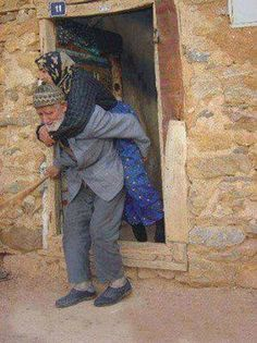 Powerful Image of People Photography Vieux Couples, Old Couples, Growing Old Together, Grow Old With Me, Everlasting Love, Old Love, Forever Love, People Photography, People Around The World
