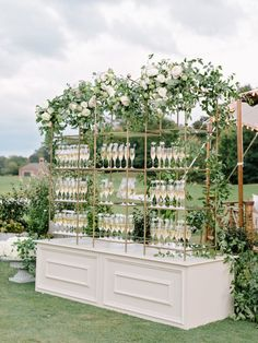 wedding beauty timeline How To Be A Wedding Planner Wedding Reception, Our Wedding, Dream Wedding, Wedding Beauty, Drinks Wedding, Buffet Wedding, Wedding Lounge, Wedding Champagne, Champagne Bar