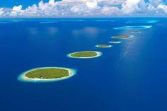 Maldives, Baa Atoll, aerial view door Sakis Papadopoulos op Getty Images