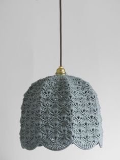 I don't crochet, but I wonder if you could use old hats to cover lampshades. Lampe Crochet, Crochet Lampshade, Crochet Diy, Crochet Home Decor, Crochet Crafts, Crochet Projects, Diy Crafts, Confection Au Crochet, Deco Luminaire