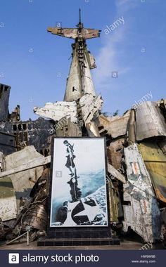 Download this stock image: Vietnam, Hanoi, Vietnam Military History Museum, wreckage of Vietnam War-era US aircraft - HW9W9B from Alamy's library of millions of high resolution stock photos, illustrations and vectors.