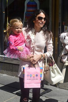 Bethenny Frankel Photos - Bethenny Frankel leaving with daughter Bryn Hoppy after throwing Bryn's birthday party at 'Dylan's Candy Bar' in New York City. - Bethenny Frankel and Daughter in NYC Bethenny Frankel, Housewives Of New York, Skinny Girls, Celebs, Celebrities, Reality Tv, Mommy And Me, Life Is Beautiful, Pretty People