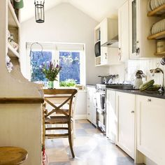 Kitchen | traditional | House tour | 1930s house | PHOTO GALLERY | 25 Beautiful Homes | housetohome
