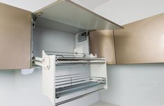 Can't reach ? Solution = Drop down kitchen shelves.
