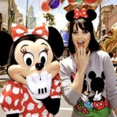 Katty perry got fun in disneyland