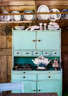 The hostess's cabinet belongs to a rustic romantic home We got home Cottage Design, House Design, Turquoise Cottage, Good Old Times, Romantic Homes, Scandinavian Home, Dollhouse Furniture, Cool Ideas, Furniture Makeover