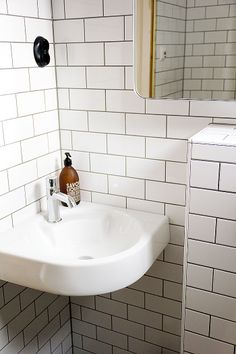 solrum: litet, litet badrum klart! Small Space Bathroom, Small Spaces, Interior Inspiration, Sink, Hem, Marrakech, Bathrooms, Home Decor, Houses