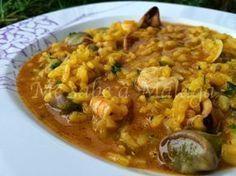 Este arroz caldoso a la malagueña es uno de los arroces típicos de nuestra provincia junto con la versión de montaña también muy conoci...