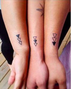 Avete voglia di tatuarvi, ma volete anche che il vostro tatuaggio abbia un significato particolare? Potete coinvolgere il vostro amato fratello o la vostra adorata sorella nella scelta del tattoo e magari farlo uguale. Ecco da Instagram una serie di tatuaggi davvero belli perfetti per una coppia di fratelli o sorelle.